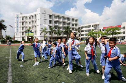 邮编:518109 学段:小学                    校址:深圳市宝安区民治