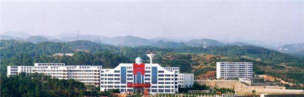 学校简介               宜昌市三峡高级中学现为是湖北省示范高中