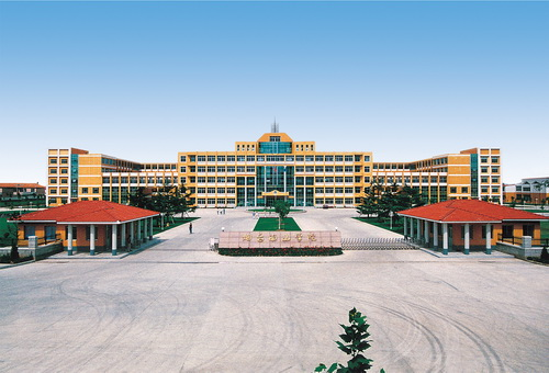 烟台南山学院于1991年建校,历经职业高中,职业中专,职业培训学院