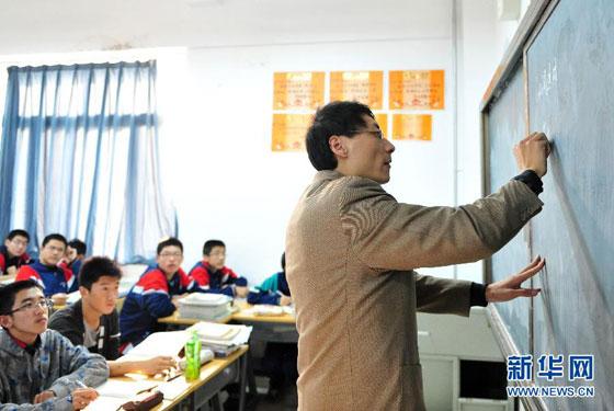 山东初中语文教师身带胰岛素泵坚守三尺讲台(组图)