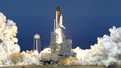 美国发现号航天飞机最后一次发射升空