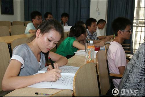 中国人的一天:美女大学生暑假备战考研组图
