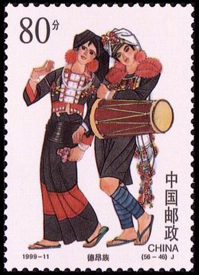 主要散居在云南省德宏傣族景颇族自治州的潞西县和临沧地区镇康县